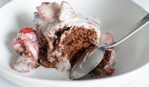 Gâteau à la pâte à tartiner, noix de coco et fraises