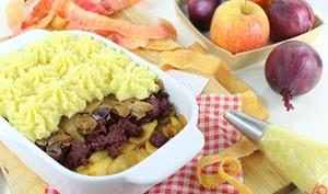 Parmentier de boudin noir, pommes et oignons caramélisés