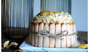 """Rainbow cake dégradé à la mousse de poire et amandes façon """"Charlotte"""""""