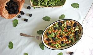 Salade d'épeautre généreuse avocat, épinard et mûres