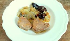 Filet mignon de porc aux pruneaux et aux pommes compotées