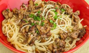 Spaghetti à la saucisse et aux cèpes