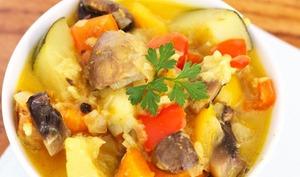 Curry de légumes d'été et champignons