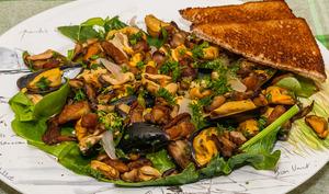 Salade tiède de cèpes aux moules