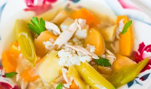 Bouillon de poulet aux légumes