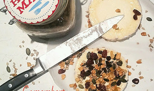 Camembert au lait cru rôti aux fruits secs