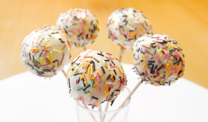 Cake pop arc-en-ciel
