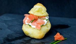Petits choux au saumon fumé et crème de raifort