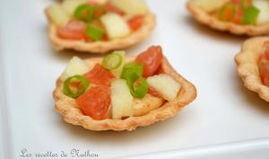 Coquilles croustillantes au saumon fumé et à la pomme, sauce épicée au soja, curry et paprika