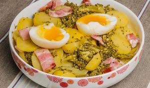 Salade de pommes de terre aux brocolis et aux oeufs
