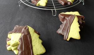 Biscuits sapins à la pistache et au chocolat