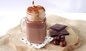 Le vrai chocolat chaud et chantilly aux marrons