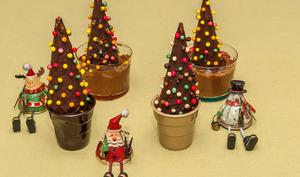 Sapins de Noël sur mousses au chocolat