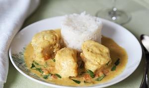 Lotte au curry et au lait de coco
