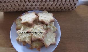 Biscuits étoiles avec rouleaux à motifs incrustés