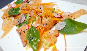 Salade croquante au saumon