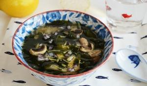 Soupe wakame et champignons
