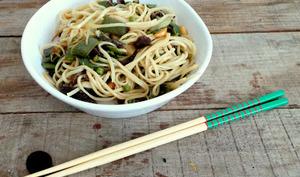 Nouilles asiatiques aux légumes sautés
