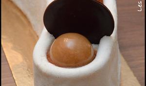 Entremet demi-lune caramel poire