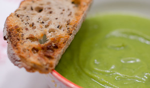 Soupe de brocoli et ses croûtons aillés
