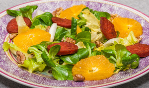 Salade au chorizo, orange et noix