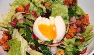 Salade de Kale à la New-Yorkaise et son oeuf mollet