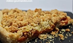 Crumble noisettes sur tarte aux carottes cumin miel et roquefort