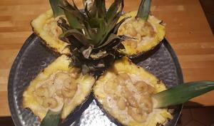 Bananes et ananas au lait de coco