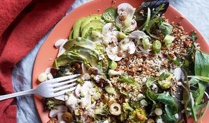 Assiette verte, granola salé fenouil et épices