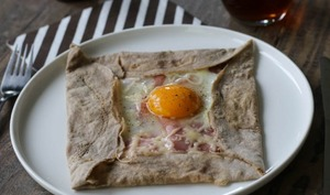 Galette bretonne complète jambon, oeuf, fromage