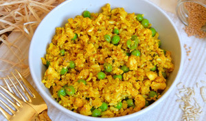 Curry de riz de chou-fleur, basmati et petits-pois au coco