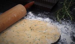 Pâte brisée à l'huile d'olive et au romarin pas à pas