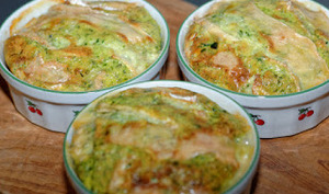 Quiche sans pâte au camembert, épinards et lardons
