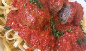 boulettes mijotées à la sauce tomate au fromage de chèvre