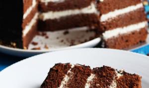 Birthday cake au chocolat au lait et crème au chocolat blanc, nappage chocolat noir
