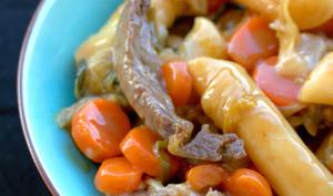Tteok sautés aux légumes et au bœuf