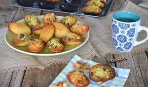 Madeleines à la fève Tonka et amandes caramélisées et madeleines à la pistache