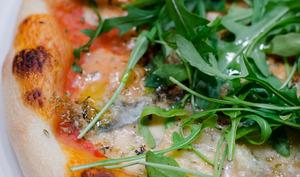 Pizza à la roquette et au gorgonzola
