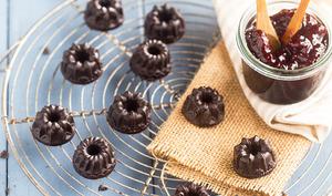 Petits chocolats fourrés à la confiture de framboises