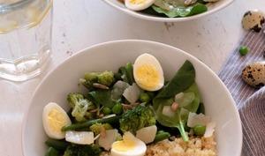 Bol de quinoa aux légumes verts