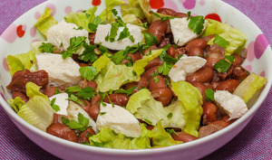 Salade de haricots borlotti à la mozzarella et aux tomates confites