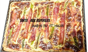 Tarte aux asperges, jambon cru et origan