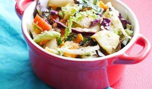 Salade aux 9 légumes et sa sauce épicée au jus d'agrumes
