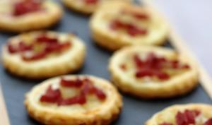 Tartelettes salées, oignon caramélisé et bacon