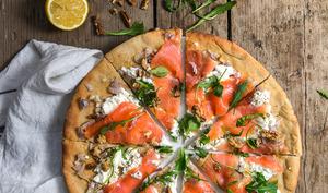 Pizza à la farine d'épeautre et saumon fumé