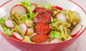 Salade de chou romanesco, chorizo, comté et radis