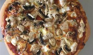 Pizza au poulet et au Mont d'or