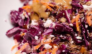 Salade de chou rouge, aux carottes et à la feta