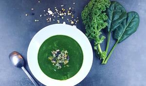 Soupe detox au chou kale et aux épinards frais