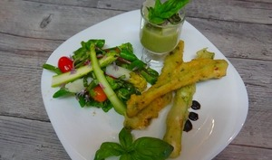 Beignets d'asperges, salade d'asperges et velouté d'asperges ou l'asperge en 3 façons